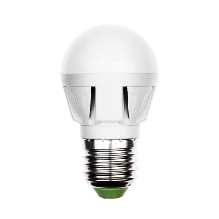 enchufe de luz: Ahorro de energ�a Peque�o LED bombilla (l�mpara) con toma e27 aislado en un blanco.