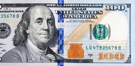 letra de cambio: Macro foto de un nuevo billete de 100 dólares.