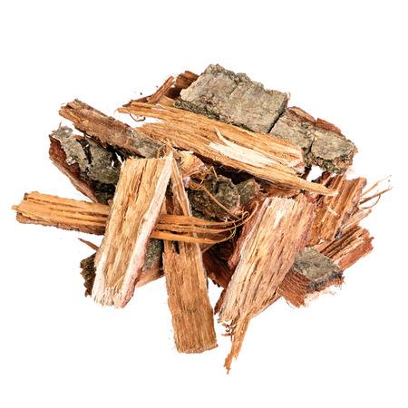Oude eikenschors gebruikt om medicinale tincturen en whisky te maken. Geïsoleerd.