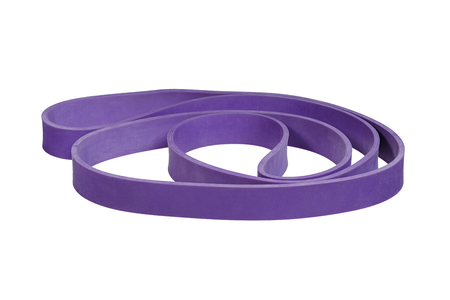 elasticity: banda de la muñeca de goma púrpura trenzado aislado en blanco.