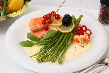 stuffed fish: Baked salmon with green salad and asparagus
