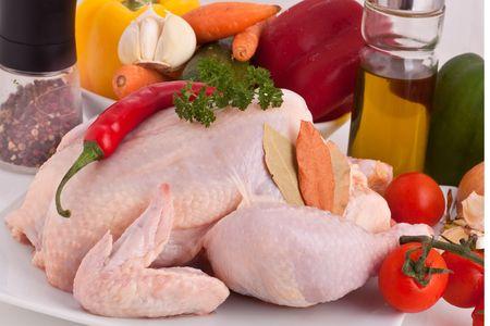 rohem Hühnerfleisch mit Gemüse