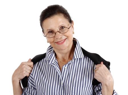 one senior adult woman: Retrato de una mujer Morena que llevaba un par de gafas de montura oscuros con una gran sonrisa en su rostro