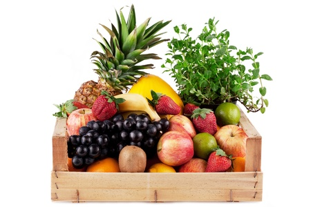 product box: frutta e erbe in scatola di legno isolata on white Archivio Fotografico