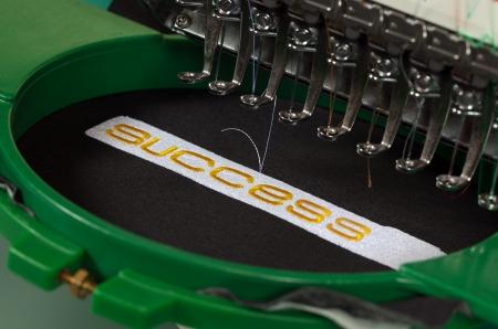 Machine à broder textile dans l'industrie textile Banque d'images