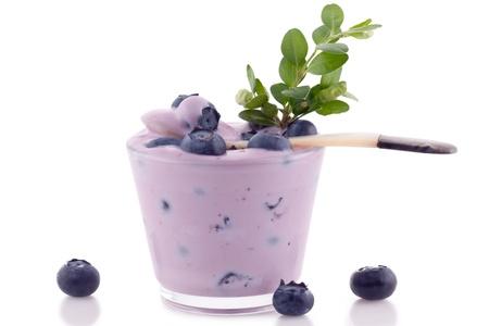 Batido de Blueberry cerca aisladas sobre fondo blanco