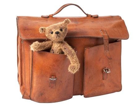 Vintage Aktentasche mit niedlichen Teddy Bear isoliert auf weißem Hintergrund