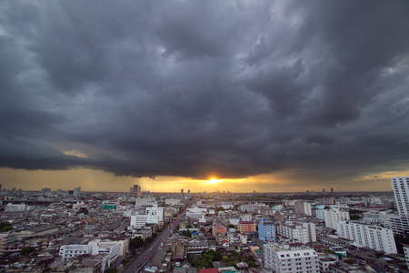 Strom Cloud in the city photo