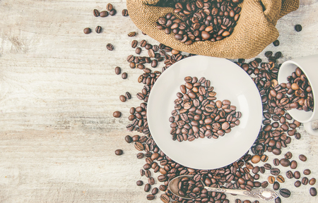 Kaffeebohne. eine Tasse Kaffee. selektiver Fokus. trinken