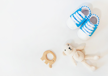 newborn. baby accessories on a light background. Selective focus. love 版權商用圖片 - 121615927