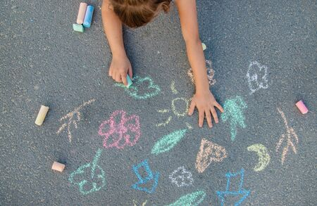 Children's drawings on the asphalt with chalk. Selective focus. nature. Banque d'images - 130539240