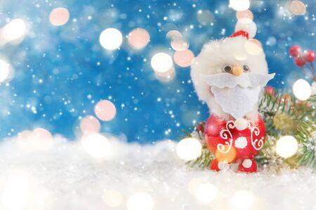 Feliz Navidad y próspero año nuevo, tarjeta de felicitación de vacaciones con fondo bokeh borrosa. Foto de archivo