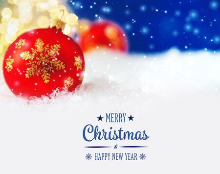 Buon Natale e felice anno nuovo, biglietto di auguri per le vacanze con sfondo bokeh sfocato.