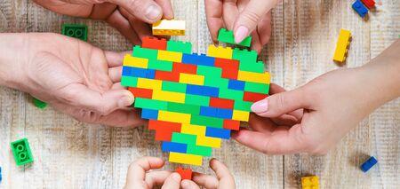 Build a designer heart. Selective background. Play Stockfoto