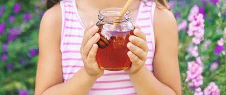 Child eats honey summer photo. Selective focus. nature. 스톡 콘텐츠 - 152422459