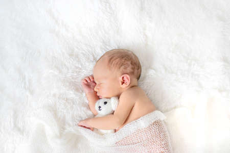 Newborn baby sleeping on a white background. Selective focus. people. Banque d'images