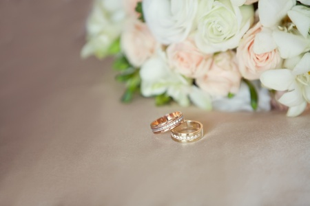 pink and white wedding bouquet and wedding rings photo