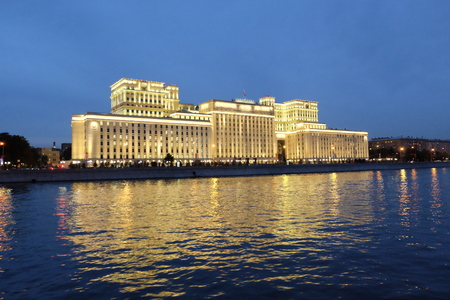 Moscow at night. Building with a lot of lights near the river. 版權商用圖片