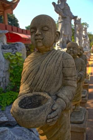 limosna: Budista limosna Foto de archivo