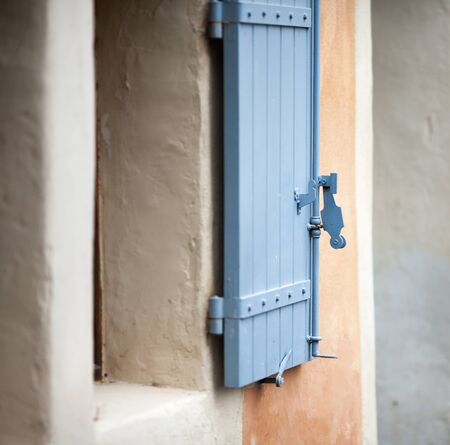 Traditional window shutters in Menerbes, Provence, France Imagens