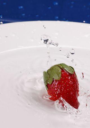 strawberry in water Zdjęcie Seryjne - 319839