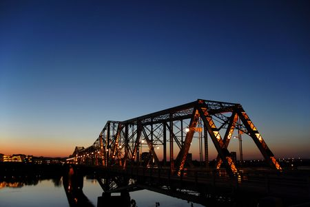bridge in ottawa at night
