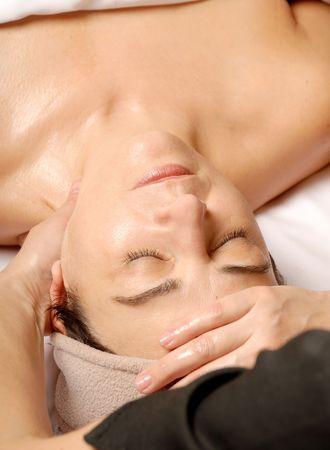 얼굴 표정: woman in a spa getting a facial