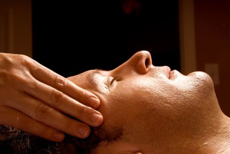 얼굴 표정: man getting a massage facial from therapist 스톡 사진