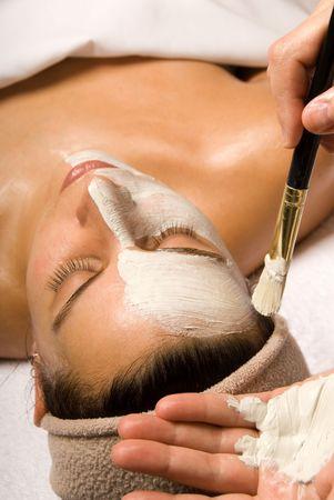 얼굴 표정: woman getting a facial at a day spa 스톡 사진