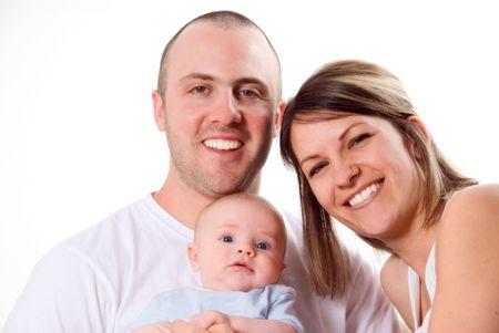 papa y mama: El pap� y la mam� y el reci�n nacido beb� sentado en blanco