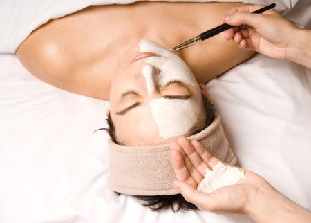 얼굴 표정: woman relaxing with a nice facial cream