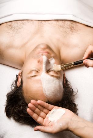 얼굴 표정: man relaxing with a nice facial lotion