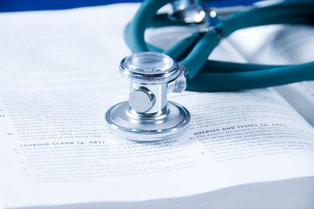 učebnice: health care concept with a medical book