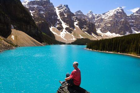 Blaue See und einige Berg in Kanada Standard-Bild - 3503804