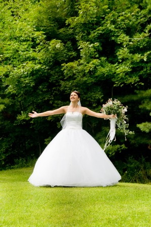 mariage: White Bride at her wedding posing with veil