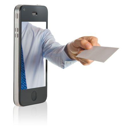 zaken man in een mobiele telefoon geven een blanco visite kaartje