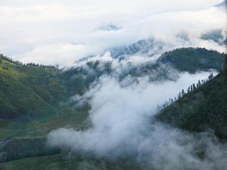 xinjiang: Nord Xinjiang Kanas montagne brouillard