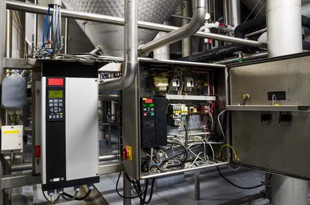 Frequentieregelaar inverter converter, unit voor spanning stabilisatie