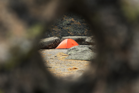 Tracking tent through a round hole in the stone