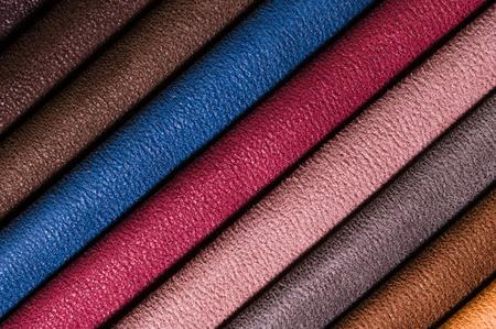Una serie di campioni di linee di decorazione di mobili in tessuto di trame tessili. Rivestimento a righe multicolori. Tono per uno stile interno lussuoso. Sfondo astratto Archivio Fotografico