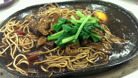 sizzling: Delicious sizzling yee mee. Close up.