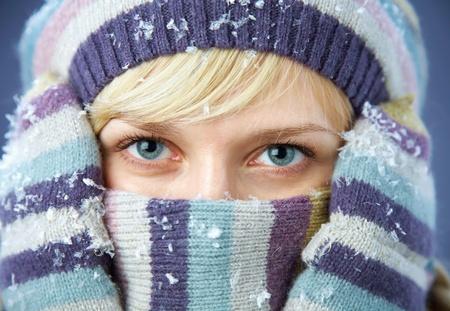 shawl: PORTRET VAN Vrouw Dragen col, muts en sjaal Stockfoto