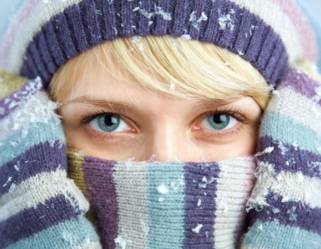 PORTRAIT OF WOMAN WEARING TURTLE NECK, WINTER HAT AND SCARF Stock Photo - 11161430