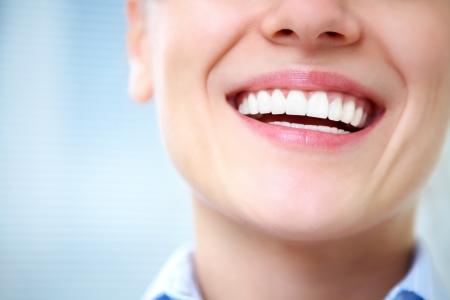 Close-up di donna sorriso con i denti sani