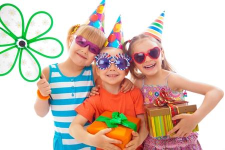 생일 파티에서 아이들의 그룹의 초상화