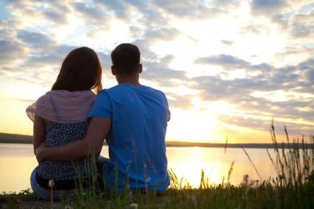 Portrait d'un jeune couple romantique dans l'amour
