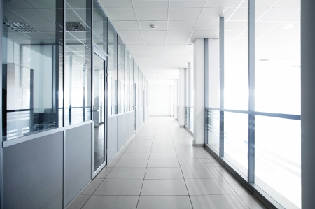 Hall de l'immeuble de l'entreprise à la lumière de la fenêtre Banque d'images