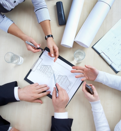 roundtable: Three colleagues are discussing a round-table draft house Stock Photo