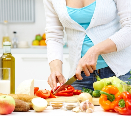Weibliche H�nde gesund kochen Abendessen in K�che