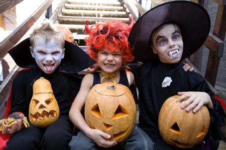 courbe des enfants face en costume de fée en vacances Halloween Banque d'images